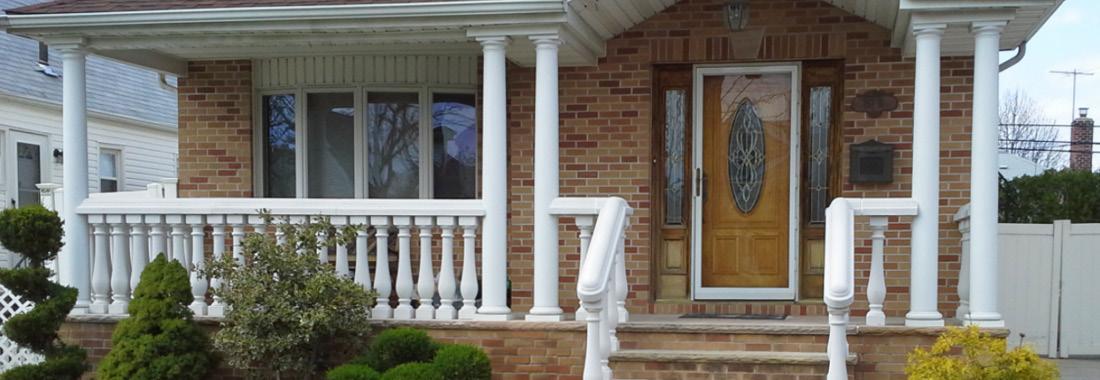 Hiên nhà được trang trí bằng con tiện bê tông