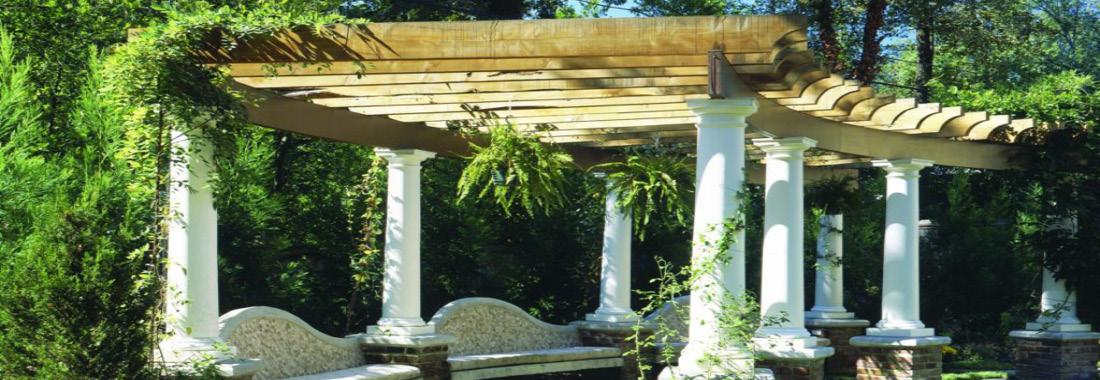 Khu vườn với hàng cột, giàn leo bằng bê tông