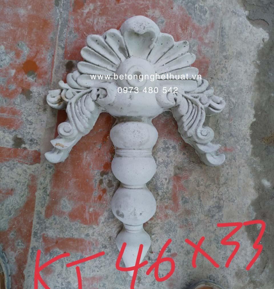 Hoa chân cột bê tông 46x33cm