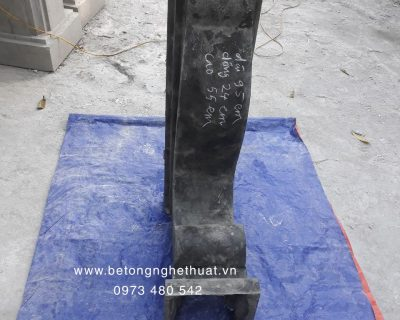 Con bọ bê tông loại to 24x55x95cm